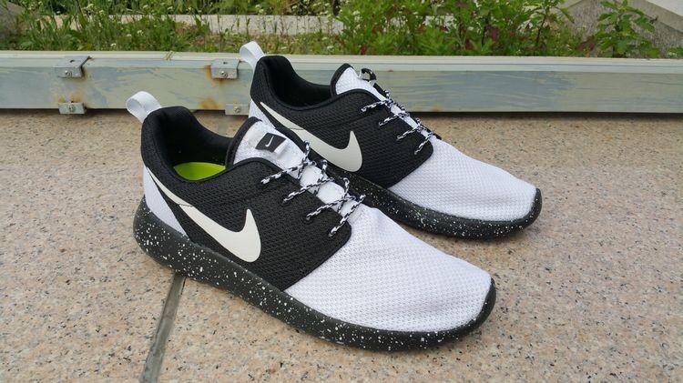 Nike Roshe Run BlancoNegro zapatos de formadores para el