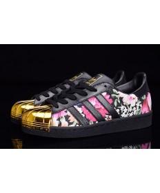 Adidas Superstar 80s puntera metálica de las zapatillas de deporte del patrón negro/oro/de la flor