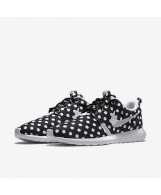 Nike Roshe Run puntos negros/blancos/blanco para hombre de las zapatillas de deporte formadores