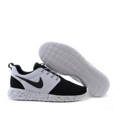 Nike Roshe Run Negro/Blanco trainers