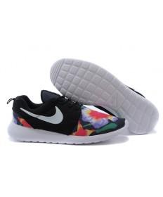 impresión Nike Roshe Run trainers a hombretes Negro/blanco/flor