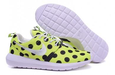 Nike Roshe Run Amarillo/puntos negros/blancos de las zapatillas de deporte para mujer